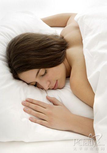 4式枕头体操 让你练出S身形