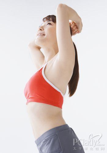 睡前丰胸瑜伽操 就要挺胸做女人