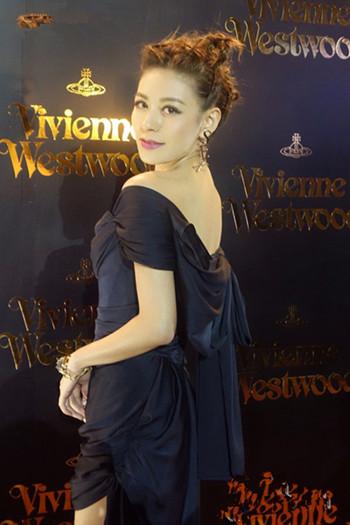 江若琳最美时装秀美腿