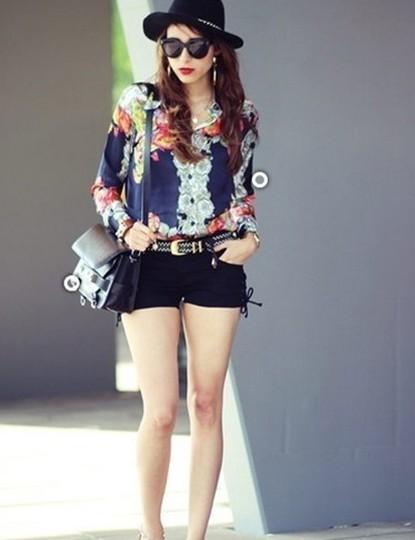 显高时尚搭配 雪纺衬衣+热裤